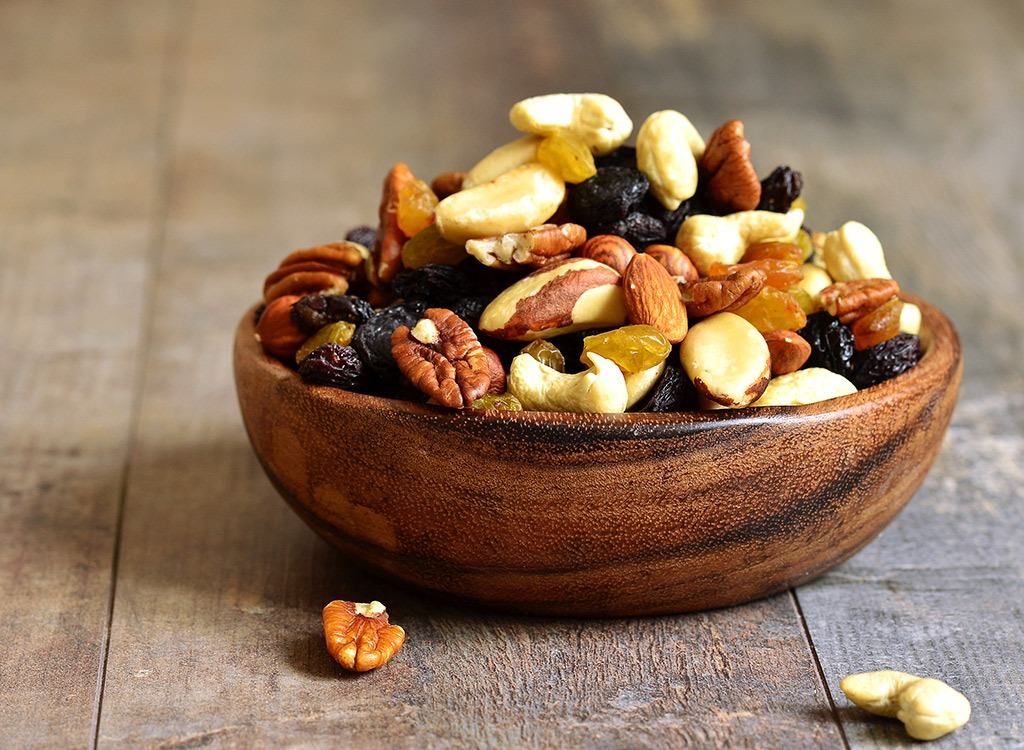 mixed-dried-fruit-nuts